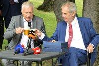 Klaus oslaví 80. narozeniny na Hradě. Na party pro stovky hostů zazpívá i spolužák exprezidenta
