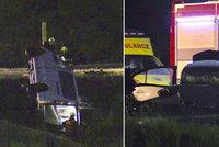 Temný večer na silnici: Při nehodě tří aut na Příbramsku se zranilo osm lidí