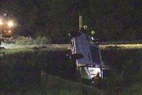 Vážnou nehodu u Milína zřejmě způsobil mladý řidič: Nedal přednost v jízdě. Zraněna byla i těhotná žena
