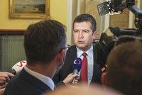 """Zeman """"zatopil"""" ČSSD, Hamáček zmínil kvůli ministrovi žalobu na prezidenta"""
