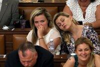 Nedůvěra vládě ŽIVĚ: Vášně kolem důchodů a poslance kosí únava