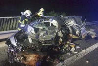 Nehoda v Kladně: Spolujezdkyně nepřežila náraz do zdi