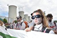 """""""Kapitalismus klima nezachrání."""" Aktivisté protestují proti elektrárně"""