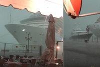 """Do nábreží v Benátkách málem narazila obří loď. """"Vrazi"""" a """"gauneři"""", zlobí se místní"""