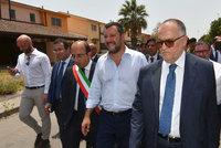 """Itálie uzavřela největší uprchlický tábor v zemi. """"Krásné odpoledne,"""" těšil se Salvini"""
