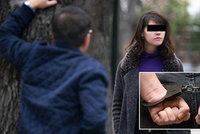 Mladík bránil dívku (18) před dotěrným mužem: Policie ale stíhá jeho