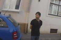 Prasák (33) chtěl znásilnit dívku v Praze 6, před jinými se uspokojoval! Policie hledá další oběti