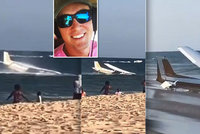 Pilot nouzově přistál s letadlem do moře hned vedle pláže plné lidí! Z motoru mu stoupal dým