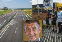 """""""Ksindle,"""" uráželi odpůrce Babiše. Ten slíbil novou dálnici do Rakouska do roku 2028"""