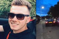 Řidič smetl při ilegálních závodech auto v šílené rychlosti: 17 zraněných!