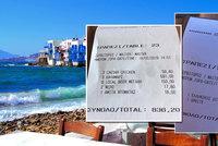 Mykonos - ráj dovolenkářů? 200 euro za lehátko na pláži, 170 za lahev vína, 836 za večeři pro šest lidí