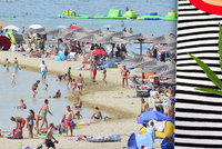 """Neuvěřitelná pokuta: Žena musí v Chorvatsku zaplatit 17 tisíc za tričko s """"trávou"""""""