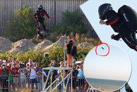 """""""Létající"""" Francouz spadl do kanálu. Přelet přes La Manche se nezdařil"""