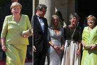 Merkelová na operním festivalu: Samé úsměvy, zelené šaty, manžel nikde a německá smetánka