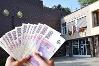 Vykradená pokladna Jundrova: Prodali majetek obviněné účetní a radnice dluh splatí dřív