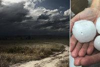 Po tropech na Česko udeří bouřky a kroupy, kde platí výstraha? Sledujte radar