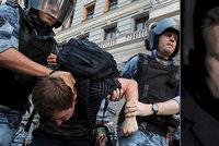 Putinův kritik Navalnyj je zas za mřížemi. Otrávili ho, myslí si lékařka