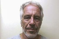 Útok na Trumpova přítele. Škrtili ho ve vězení kvůli pedofilii?