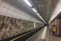 Na Florenci někdo spadl do kolejiště metra. DPP nasazuje náhradní autobusy
