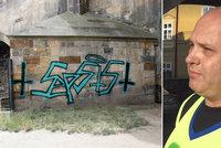 Čistič graffiti zavraždil manželku s milencem! Umyl Karlův most a přiznal temnou minulost