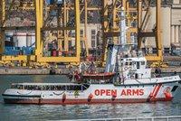 Španělsko zachránilo 51 nezletilých migrantů. Pluli na vratkém člunu