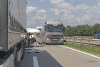 Nehoda nákladního auta u Olomouce komplikuje provoz na důležité dopravní tepně: Provoz jedním pruhem byl obnoven