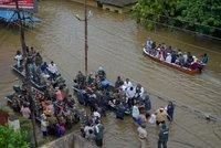 Mohutné záplavy sužují Indii: Velká voda zabila na 150 lidí, statisíce vyhnala z domovů