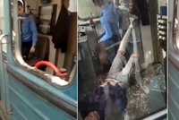 Úžas strojvedoucího: Sebevrah mu v metru proletěl tvrzeným sklem do kabiny