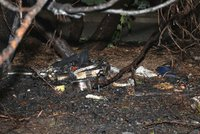 Bezdomovce na Proseku někdo zapálil! V doutnajícím oblečení přišel do kasina pro pomoc