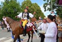 Jízda králů přilákala davy, Kyjov rozzářily barevné stuhy a bohaté kroje