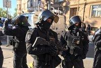 Rvačka na letenském stadionu: Proti fanouškům Baníku zakročila policie, na místě jsou zranění