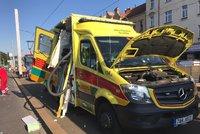 Na Prachaticku havarovala sanitka: Jedna pacientka (†84) zemřela