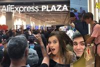 Davy lidí obklíčily první AliExpress v Evropě. Nedočkavci u dveří obchodu nocovali