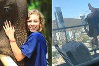 Studentka cvičila na balkoně jógu: Spadla z 25 metrů, ale přežila! Nebude chodit, obávají se