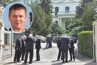 Rusové stáhli z Prahy diplomata. Byl prý zapojený do kauzy pronajímání bytů