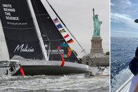 """Pro Zemana """"hysterka"""", v USA hrdinka: Copatá Greta (16) doplula na Manhattan"""