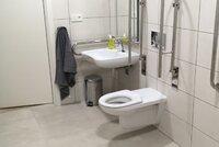 """Zedníci jí """"zneuctili"""" zbrusu nový záchod: Majitelka domu vyhrožuje kriminálem"""