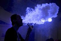 Co zabíjí kuřáky e-cigaret? Vědci: Plíce měli zjizvené jako oběti jedovatých plynů