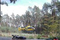 Tři zranění po srážce dvou motorek na Novojičínsku: Pro ženu (51) letěl vrtulník