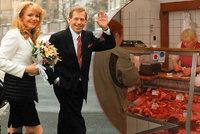 7 neobvyklých svateb v Praze: Oddávali Havla v úřednické kanceláři nebo snoubence v řeznictví