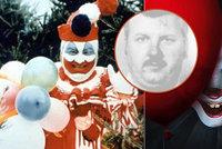 Skutečný příběh filmového klauna z hororu: Desítky zavražděných ukryl v kuchyni pod podlahou