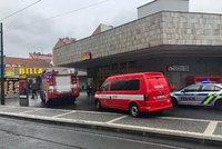 Metro na lince C částečně nejezdilo: Kvůli technické závadě nasadili autobusy