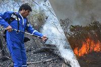 S požárem v Amazonii bojoval i prezident Bolívie. Opozice mu vyčetla ohnivou kampaň