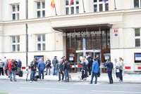 Osud sochy maršála Koněva řeší Praha 6. Před radnicí se sešli zastánci jeho odkazu