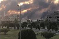 Saudové mohli přijít až o polovinu těžby ropy. Naftová pole zapálily drony