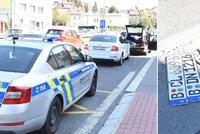 Bez řidičáku a s cizími espézetkami: Policisté stopli podezřelého řidiče v Holešovičkách