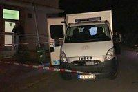 Opilec útočil nožem na policistu! Při čekání na záchytce ho zničehonic bodl