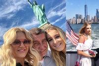 Babiš, Monika i Vivien se smějí. Štastná rodina premiéra si vyrazila do New Yorku