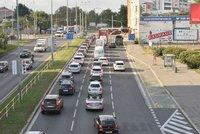 Pražské silnice jsou opět plné. Během koronavirové krize ubyla až třetina aut
