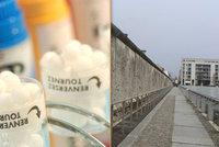"""Lidé """"ujíždí"""" na homeopatiku s """"esencí z Berlínské zdi"""". Co dalšího kupují?"""